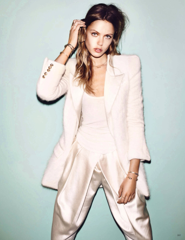 la-modella-mafia-Frida-Gustavsson-x-Vogue-Germany-December-2013-photographed-by-Hasse-Nielsen